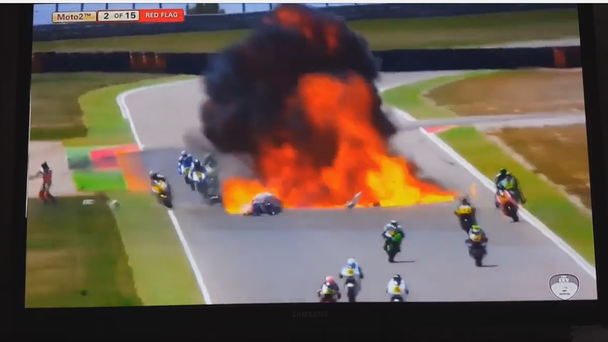 Impresionante accidente con explosión en el Junior World Championship 2016 en Motorland